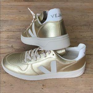 Veja V10 Leather Gold Sneaker